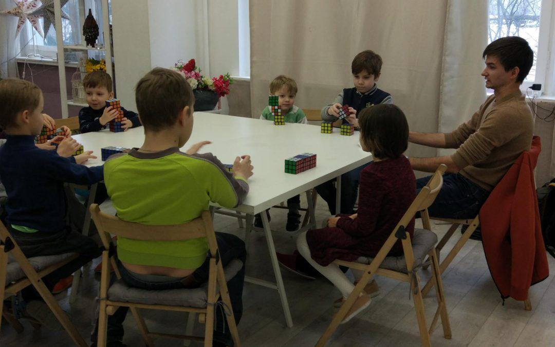 Игра с тремя кубиками для пространственного воображения